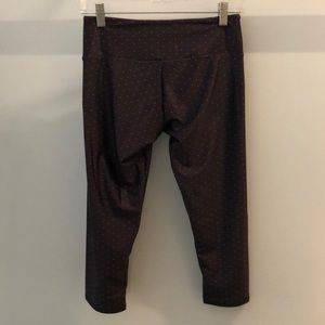 Onzie gray with white dots crop  legging, sz s/m